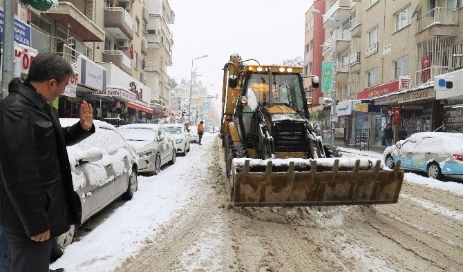 Başkan Şirin karla mücadele çalışmalarını yerinde inceledi