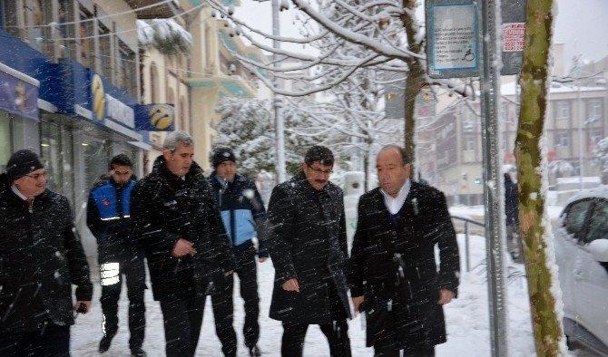 Manisa Şehzadeler'de karla mücadele sürüyor