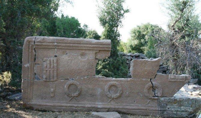 Manisa'da 2 bin 400 yıllık okul müdürüne ait lahit bulundu