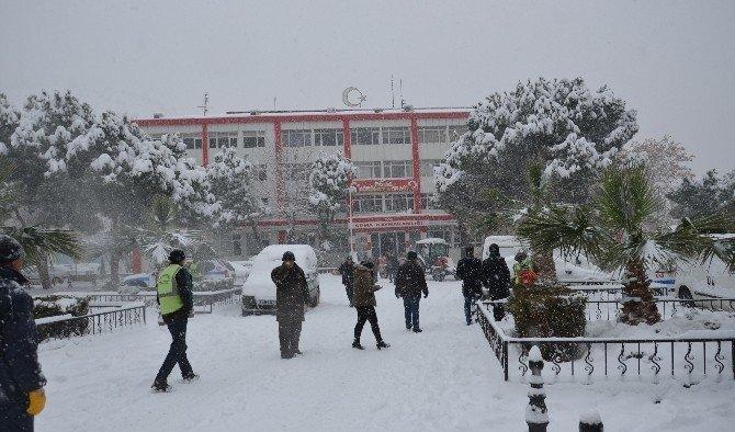 Manisa'da 6 ilçede okullar tatil edildi