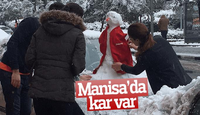 Manisalı yağan karın keyfini çıkardı