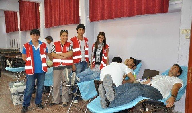 Türk Kızılayı Soma'da kan bağışı hareketi başlattı