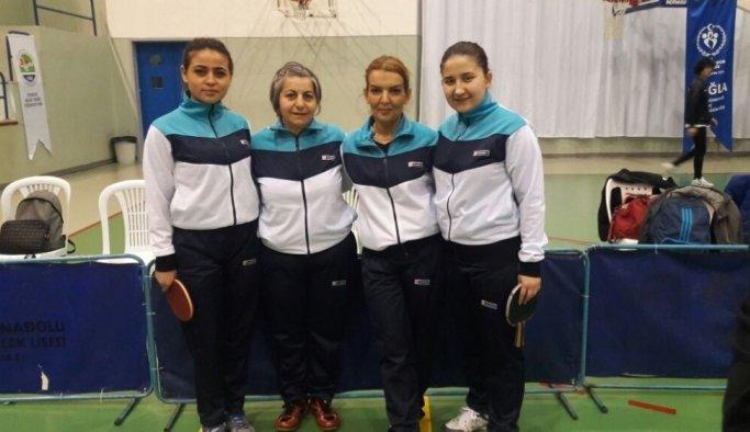 Masa tenisinde lider Salihli Belediyespor