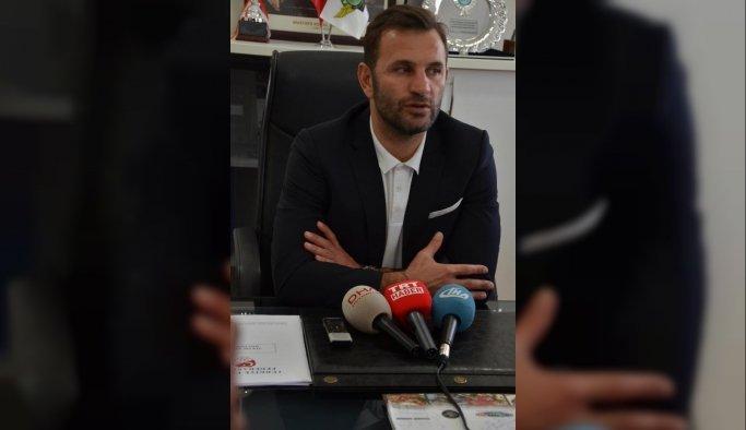 Akhisar Belediyespor'da Okan Buruk imzayı attı