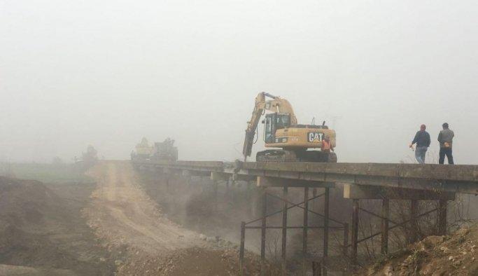 Dur-geç köprüsü yıkılıyor