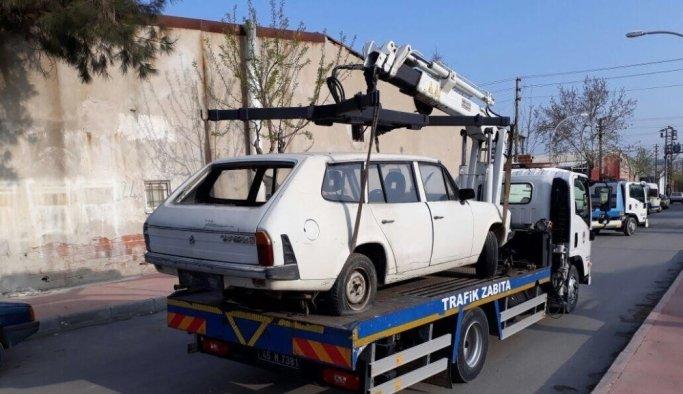 Görüntü kirliliği oluşturan hurda araçlar çekiliyor