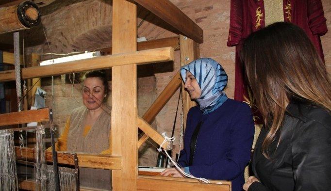 Kaymakam eşleri Şehzadeler'deki kursları gezdi