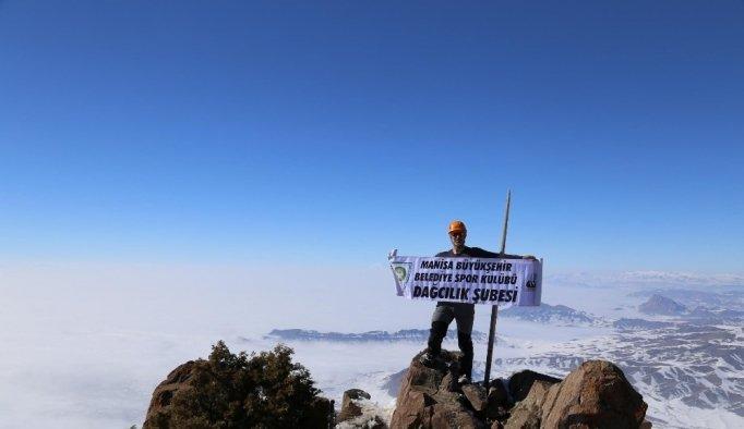 Manisalı dağcılar Nahçıvan'ın zirvesinde Hocalı şehitlerini andı
