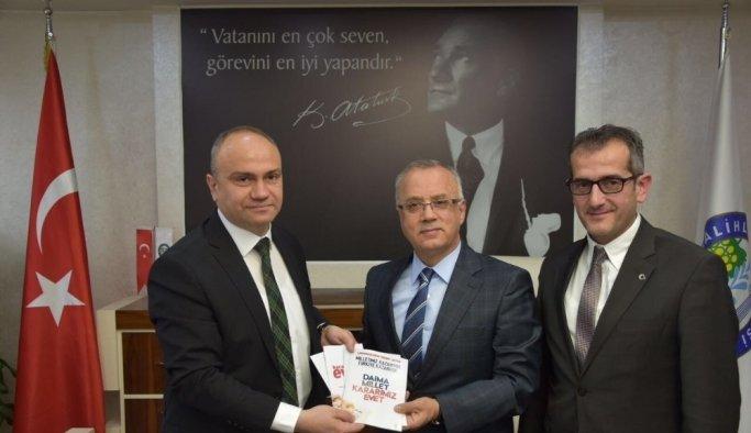 MHP'li belediye başkanı, AK Parti il başkanını ağırladı