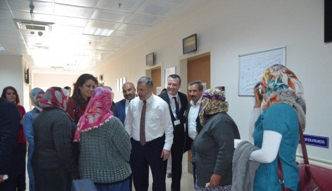 AK Parti'li Özdağ Selendi'de temaslarda bulundu