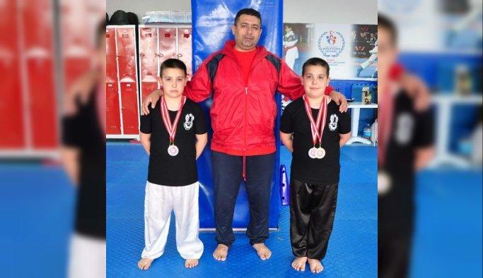 İkizlerin ilk madalya sevinci