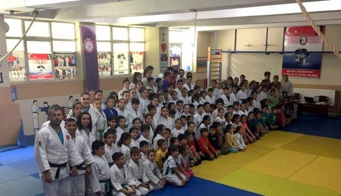 Judocular kemer sınavında ter döktü