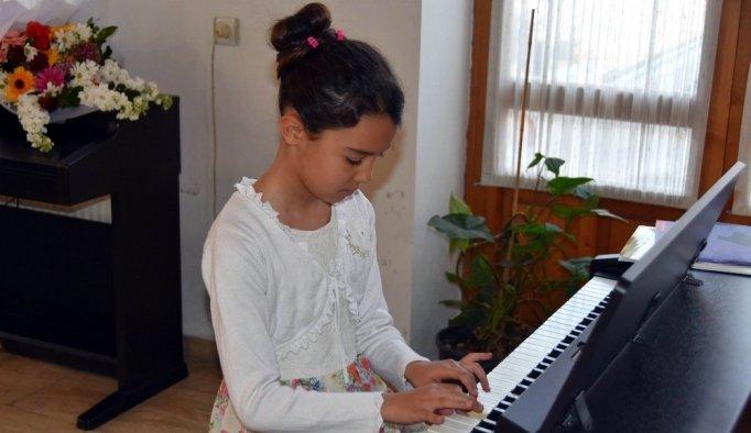 Miniklerden 23 Nisan'a özel piyano konseri