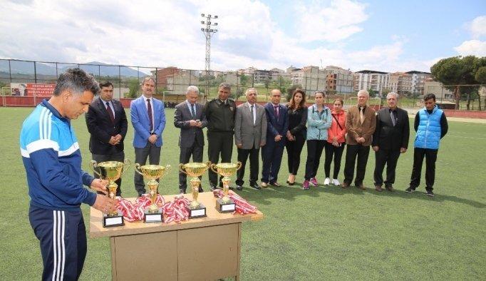 Şampiyon öğrencilere ödül töreni