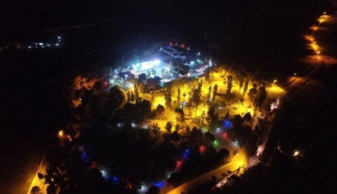 Alaşehir'de Kenan Evren Parkına yeni ışıklandırma