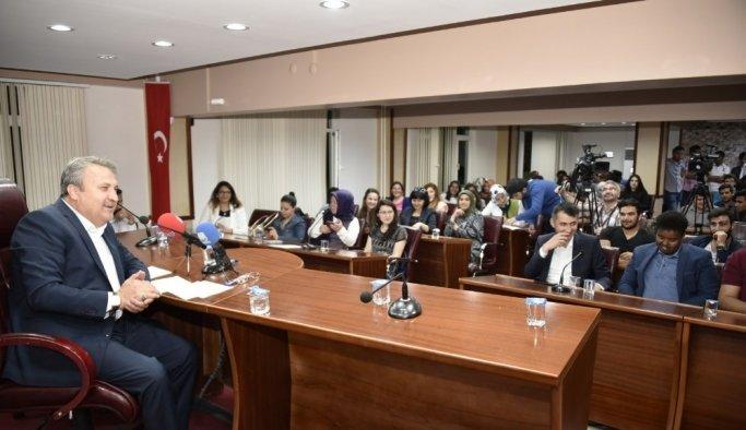 Başkan Çerçi, tecrübelerini gençlerle paylaştı