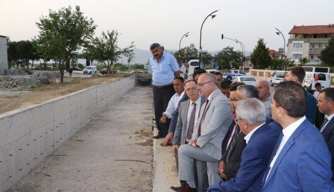 Girne Caddesi'nde dere taşkınları önleniyor