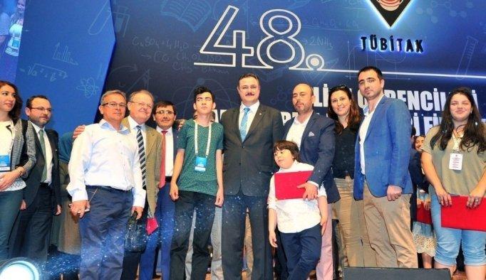 Görme engelli Arda, TÜBİTAK'ta Türkiye 3'üncüsü oldu