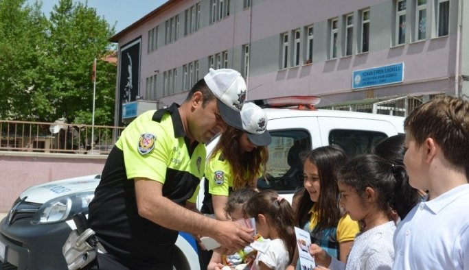 Kula'da öğrencilere uygulamalı trafik dersi