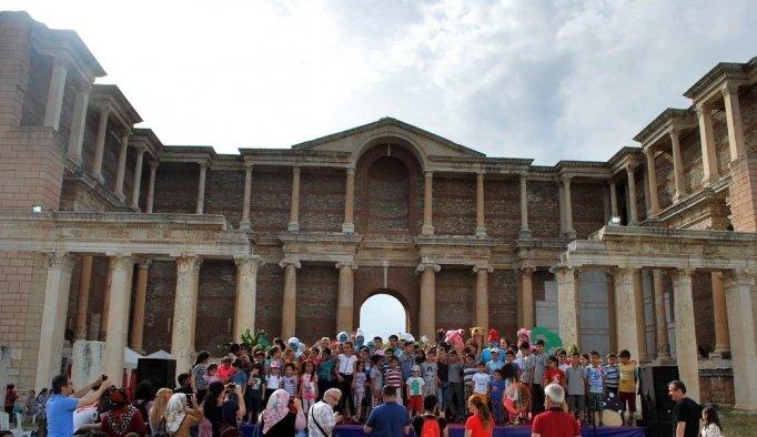 Manisalı minikler Sart Antik kentte güldü