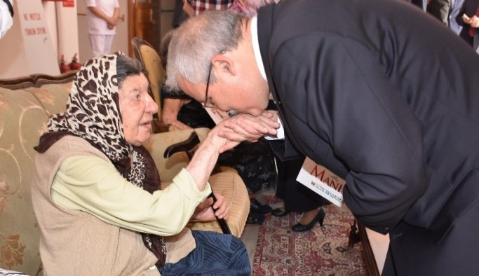 Vali Güvençer Anneler Gününü kutladı Soma'yı andı