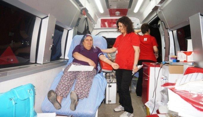 Kızılay, Sarıgöl'de dört saate 53 ünite kan topladı