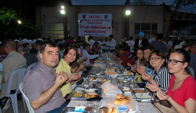 Salihli Şoförler Odası'ndan iftar