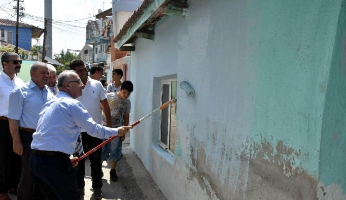 Salihli'de evler boyanıyor