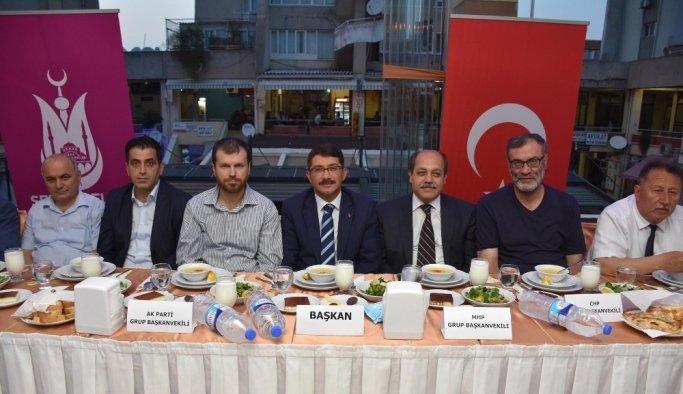 Şehzadeler'de belediye meclis üyeleri iftarda buluştu