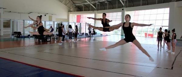 Aerobik Cimnastik Milli Takımı Avrupa şampiyonasına Manisa'da hazırlanıyor