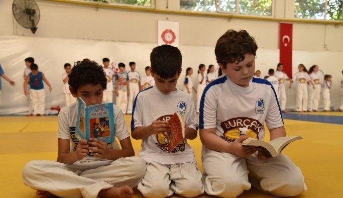 Hem judo yapıyorlar hem de kitap okuyorlar
