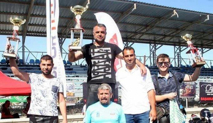Manisa Büyükşehir Belediyesporlu motorcular pistlerin tozunu attırdı