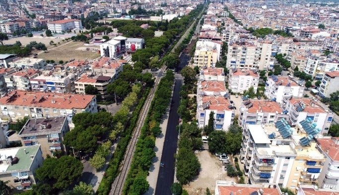 Salihli'de yol asfaltlama çalışması