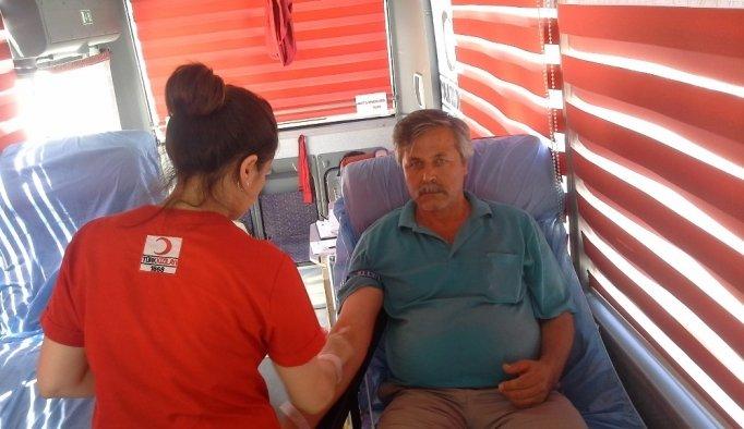 Selendi'de 40 ünite kan toplandı