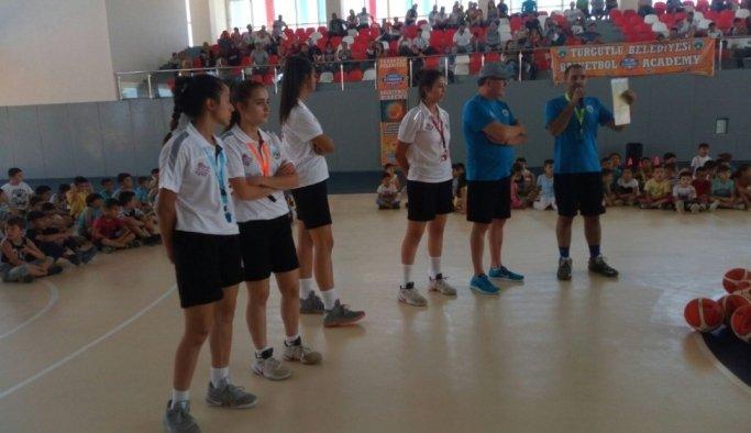 Turgutlu'da Belediyespor Basketbol Akademi'ye yoğun ilgi