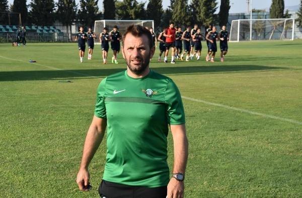 Akhisar Belediyespor teknik direktörü Okan Buruk'tan yabancı hakem çıkışı