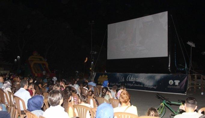 Alaşehirliler açık hava sinemasına büyük ilgi gösterdi
