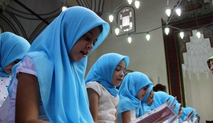 Tarihi cami çocuk sesleriyle şenlendi
