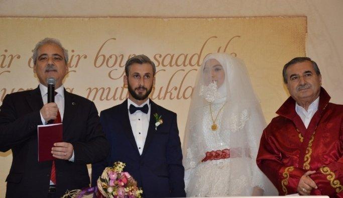 Vali Güvençer genç çiftin nikah şahidi oldu