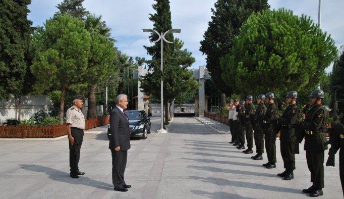 Vali Güvençer'den yeni komutana ziyaret
