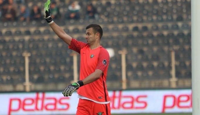 Akhisar, Lukac ve Caner ile sözleşme yeniledi