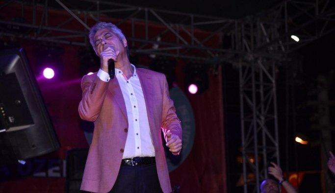 Cengiz Kurtoğlu Ahmetli'de sahne aldı