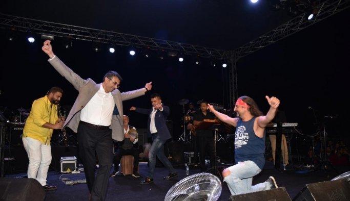 Ünlü sanatçılar Sarıgöl'de sahne aldı