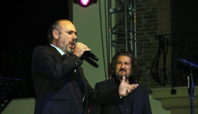 Üzüm bağında tenor sesleri yükseldi
