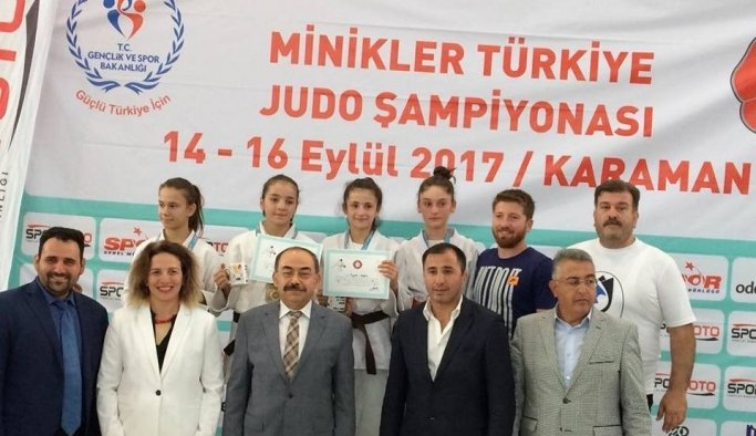 Yunusemreli judocular Karaman'dan madalyayla döndü