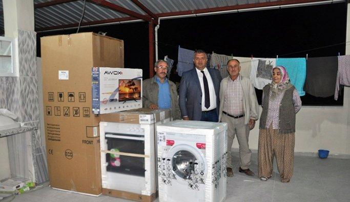 Evi yanan ailelere, Büyükşehir'den destek