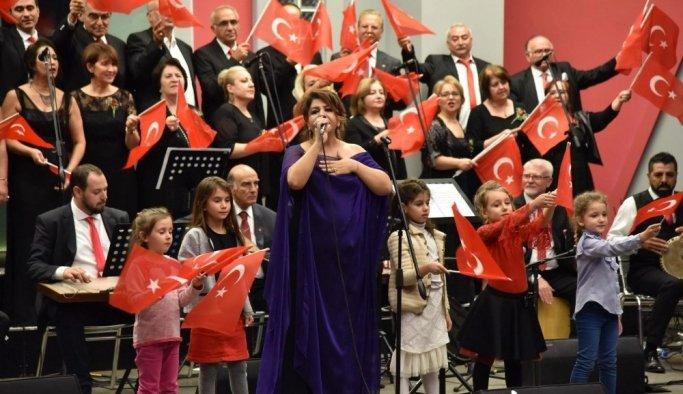 Manisa Büyükşehir TSM Korosunun Cumhuriyet Konseri büyüledi