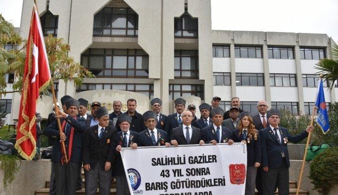 Gazi oldukları Kıbrıs'a 44 yıl sonra uğurlandılar