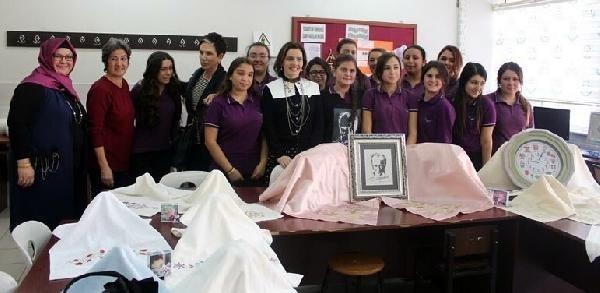 Nil Karaibrahimgil'den kız öğrencilere nasihat