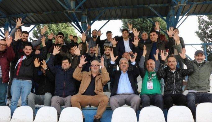 Vali Güvençer işitme engelliler futbol maçını izledi